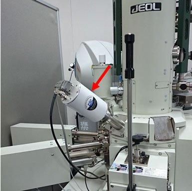 EM-KLEEN in-situ plasma cleaner installed on JEOL FE-SEM.